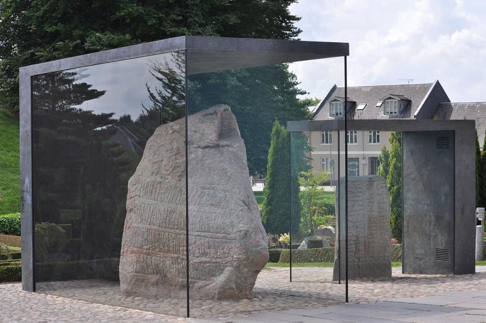 danemark -jelling pierres runiques